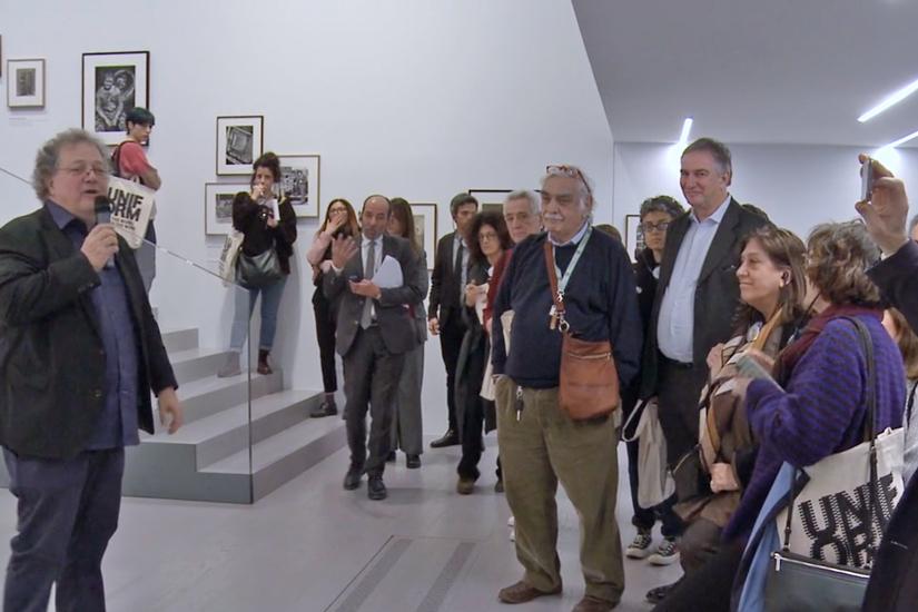 """Il video della visita guidata di Urs Stahel alla mostra """"Uniform"""" al MAST di Bologna"""